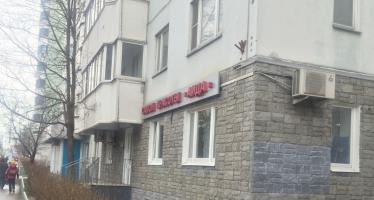 N381, Торговая площадь на улице Винокурова